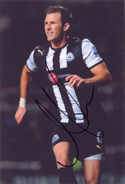 Mike Williamson, Newcastle Utd, signed 6x4 inch photo.